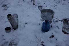 vaření čaje v zimě