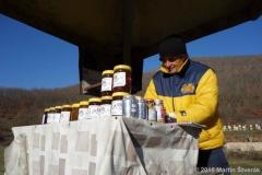 prodejce medu v Makedonii