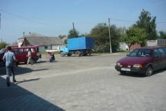 parkoviště před obchodem na Ukrajině