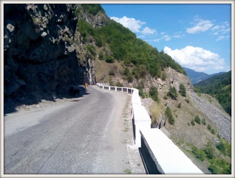 horská silnice v Gruzii