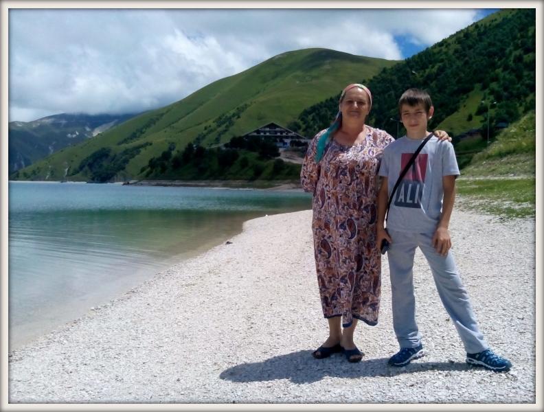 Róza s vnukem u jezera Kazenoj-Am