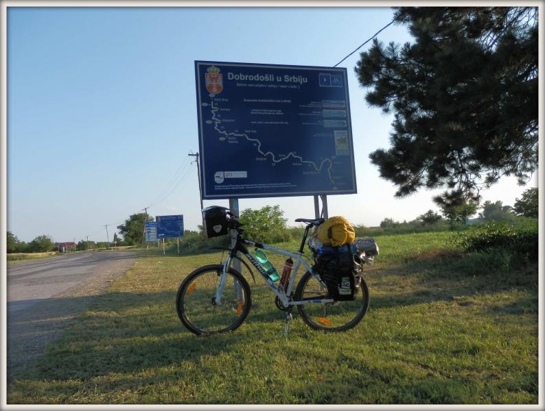 kolo u cedule s cyklotrasou Euro Velo 6