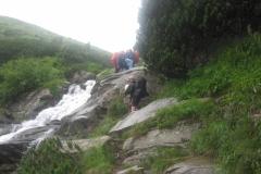 sestup kolem vodopádu