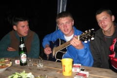 večer s kytarou a pohoštěním