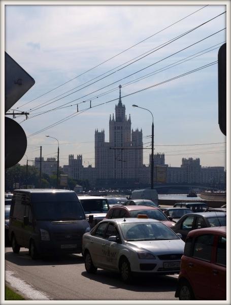 jedna ze stalinových výškových budov