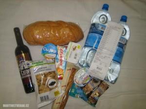 jídlo během jízdy vlakem
