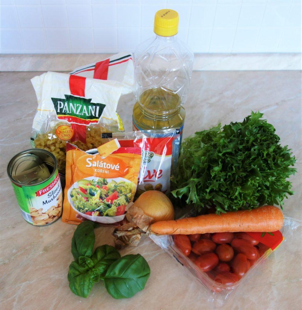 suroviny na těstovinový salát s žampiony