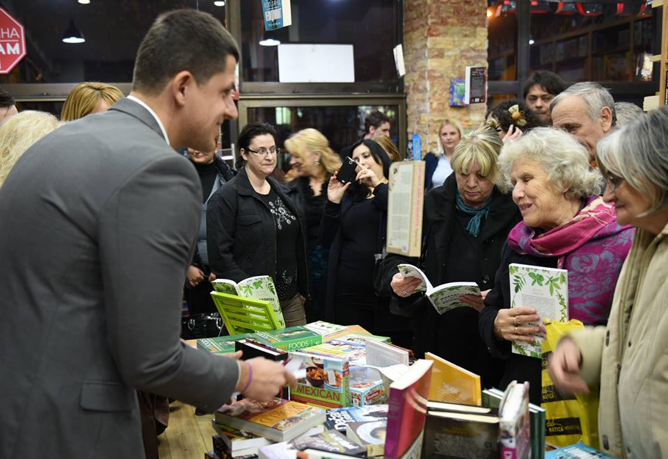 Dragan Jovanov při autogramiádě knihy