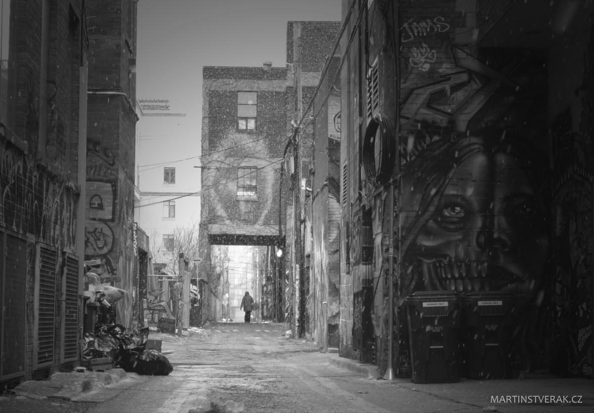 žena v Graffity Alley - Martin Štverák