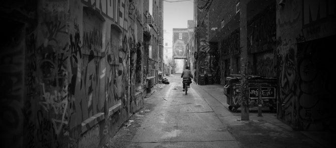 Ulička různých emocí – Graffity Alley