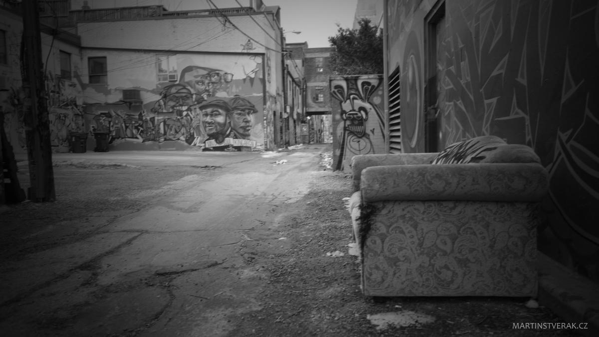 gauč na ulici - Martin Štverák